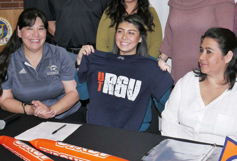 Emily Zapata becomes the first-ever United South female athlete to receive a full-ride Division I NCAA scholarship. She will attend the University of Texas Rio Grande Valley in the fall. Photo: Cuate Santos /Laredo Morning Times / Laredo Morning Times