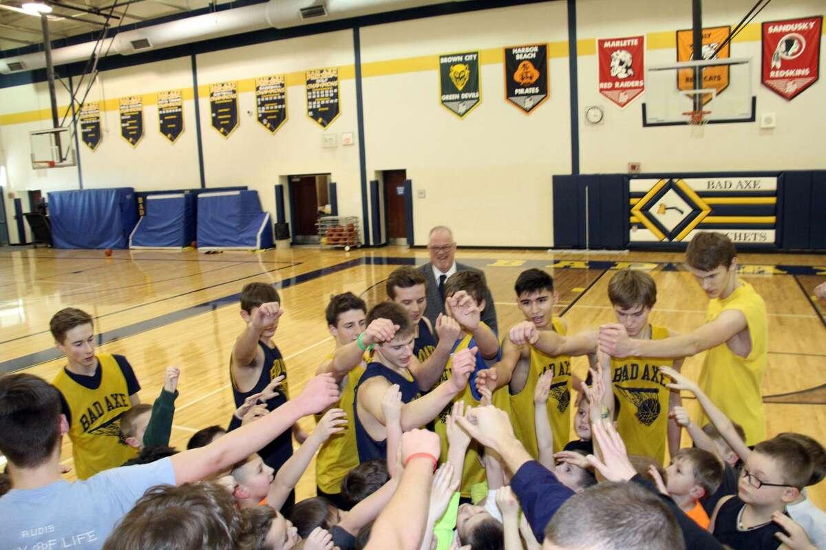 Bad Axe elementary students practice with the varsity basketball team Thursday.