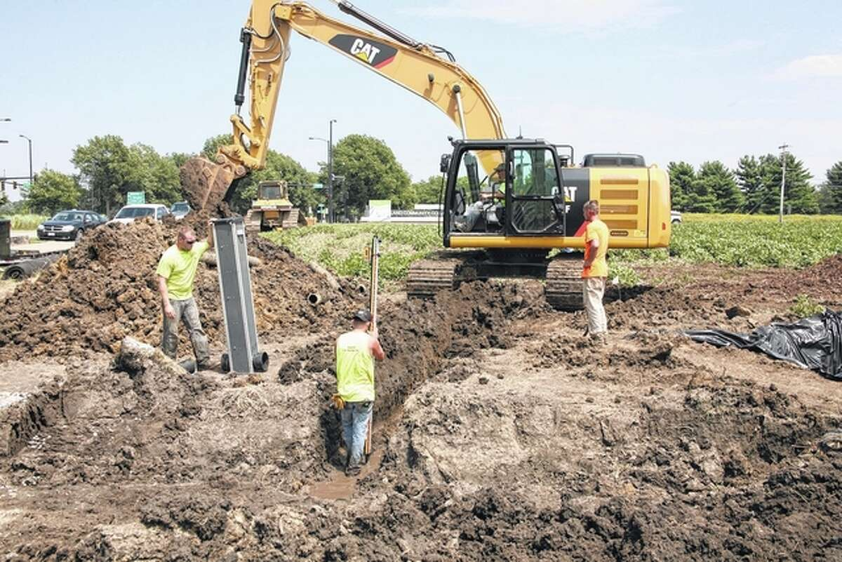 Maltby Excavating installs a bioreactor at Lincoln Land Community College in Springfield.