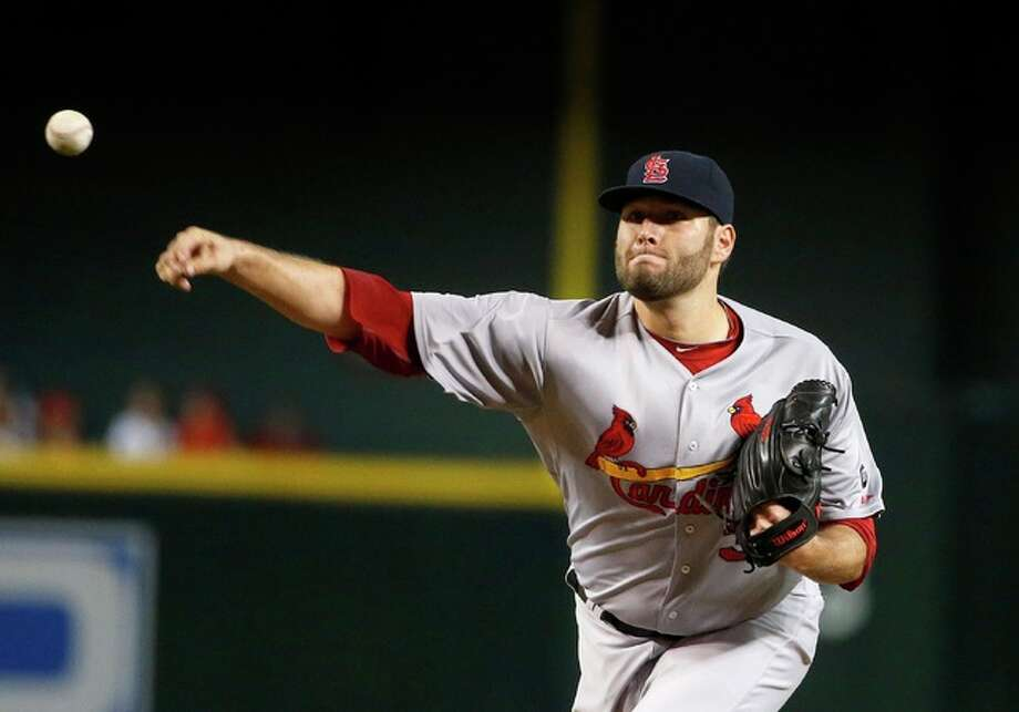 Cardinals pitcher Lance Lynn throws a pitch against the Arizona Diamondbacks during the first inning Monday night in Phoenix. Photo: Associated Press