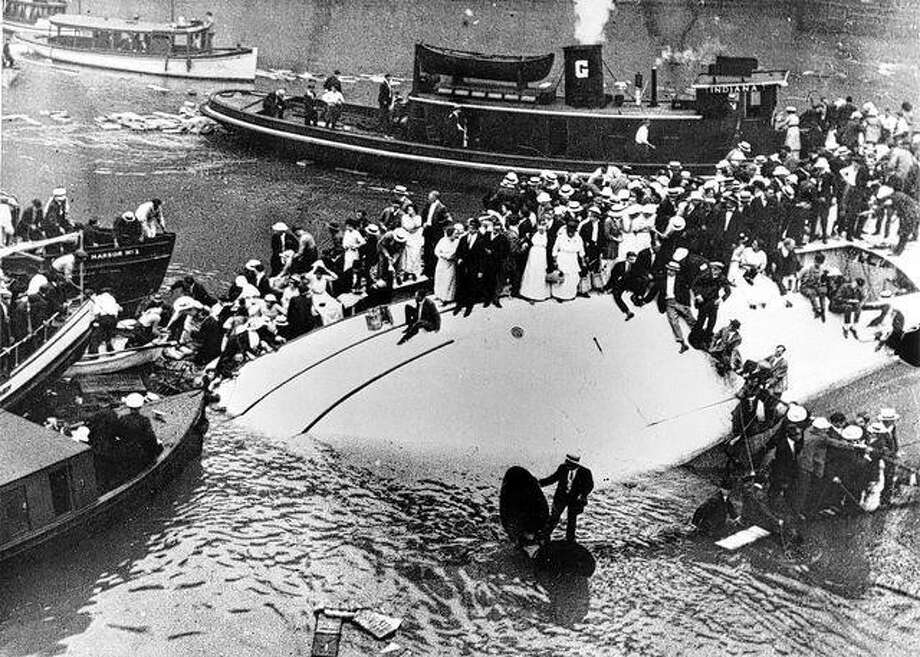 The Eastland disaster on the Chicago River claimed the lives of more than 800 people on a summer excursion in 1915. Photo: Photo From Drc.ohiolink.edu
