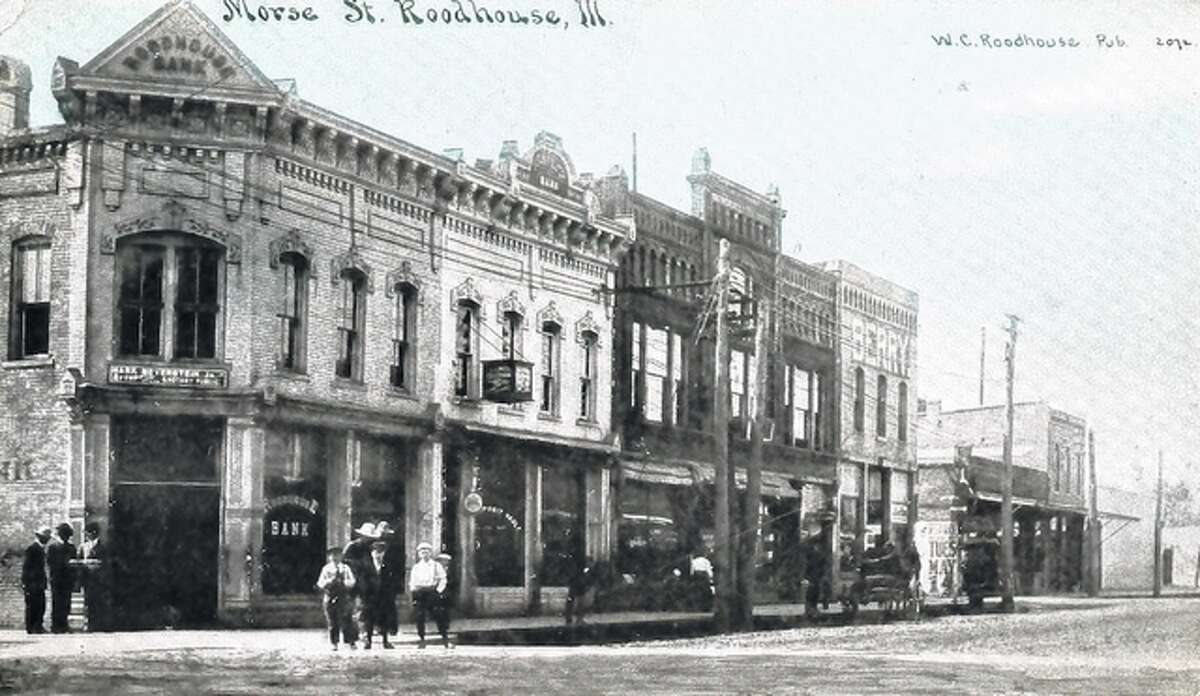 A 1915 postcard features the Roodhouse Bank.