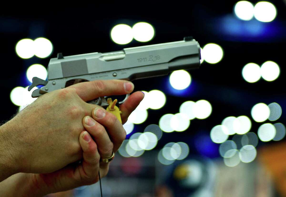 Is a permit, a licenseor registrationrequired to purchase/owna handgun? No.