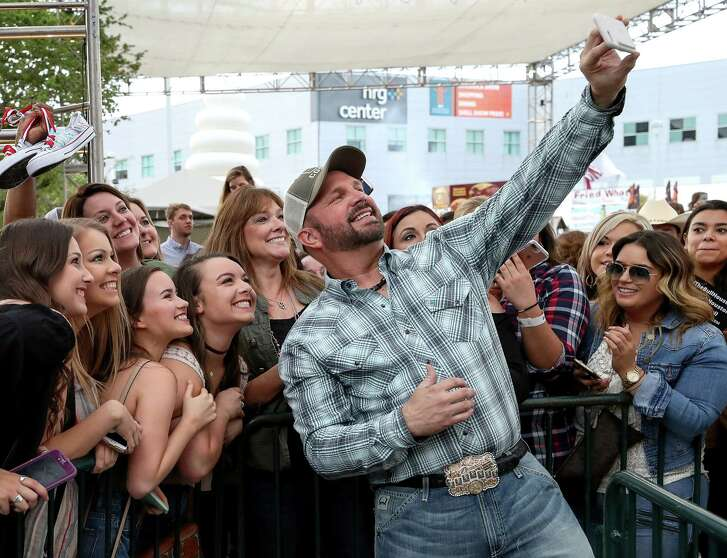 Garth Brooks takes pictures with fans after a press conference announcing that he will play the opening and closing nights of the 2018 Houston Livestock Show and Rodeo, Thursday, March 16, 2017, in Houston. ( Jon Shapley / Houston Chronicle )
