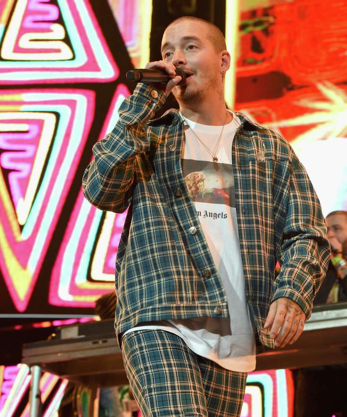 LOS ANGELES, CA - JANUARY 20: J. Balvin performs onstage during Calibash Los Angeles 2018 at Staples Center on January 20, 2018 in Los Angeles, California. (Photo by Kevin Winter/Getty Images)