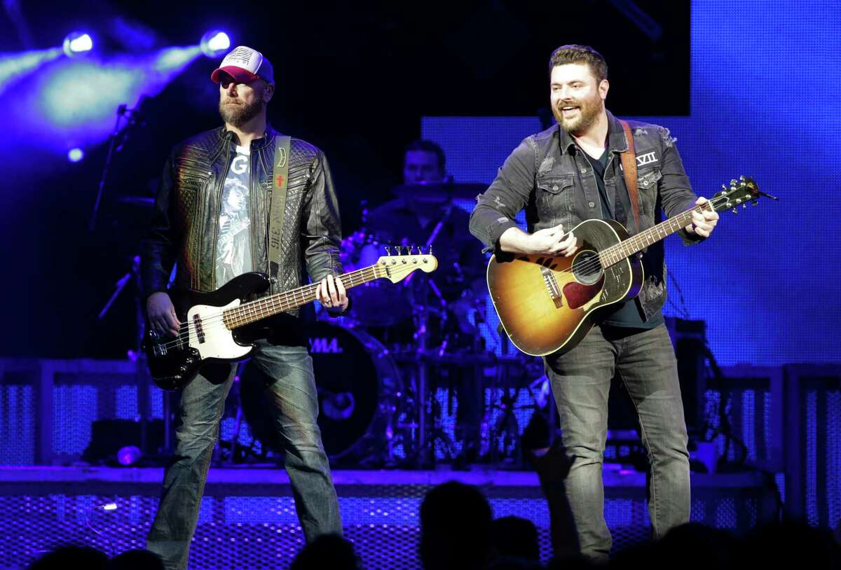 Chris Young, right, performs at Bankers Life Fieldhouse in Indianapolis on Thursday, Jan. 11, 2018. (Michelle Pemberton/The Indianapolis Star via AP)