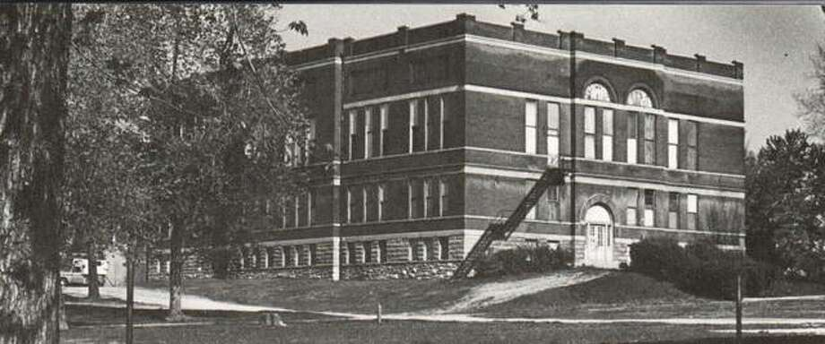 Alton's first public high school was built at Sixth and Langdon streets in 1902. More than 175 students were previously crowded into quarters at Lincoln School. A special election authorized $50,000 in bonds for the new building. It was completed and fully equipped for the sum of $51,000. The building was razed in the '60s after it was used for many years as Roosevelt Junior High School.