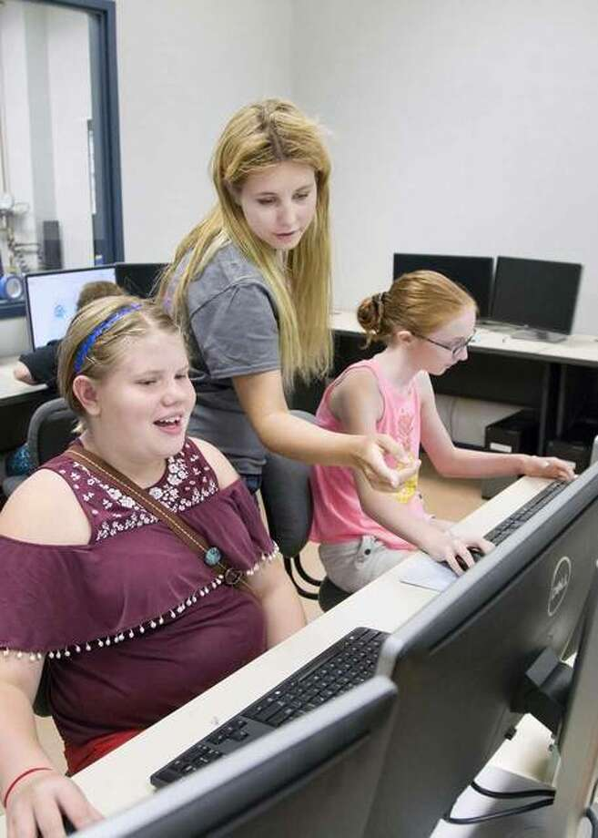 Sarah Freriks, 25, a recent engineering graduate of the University of Illinois Urbana-Champaign (center), works with girls during the MakerGirl session at the St. Louis Confluence Fab Lab at Lewis and Clark's N.O. Nelson Campus in Edwardsville. Photo by S. Paige Allen, L&C media specialist