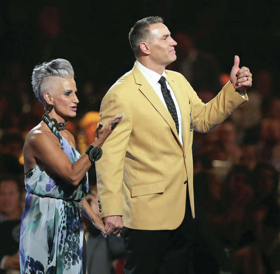 Kurt Warner and his wife Brenda wave to the crowd after Kurt received his gold jacket Friday night during the Pro Football Hall of Fame Festival Enshrinees' Gold Jacket Dinner at the Canton Memorial Civic Center in Canton, Ohio. Photo: Associated Press