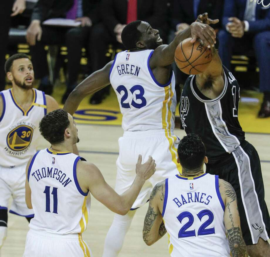 Golden State Warriors' Draymond Green knocks the ball away from San Antonio Spurs' LaMarcus Aldridge in the third quarter during Game 2 of the 2017 NBA Playoffs Western Conference Finals at Oracle Arena on Tuesday, May 16, 2017 in Oakland, Calif. Photo: Carlos Avila Gonzalez, Staff / The Chronicle / online_yes