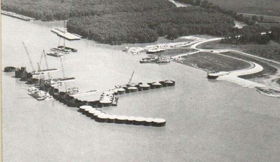 In June of 1981, work was well underway building the cofferdam which would enclose about twenty-five acres of riverbed. When pumped dry, this was the area in which the piers of the dam would be constructed. Photo: File Photo