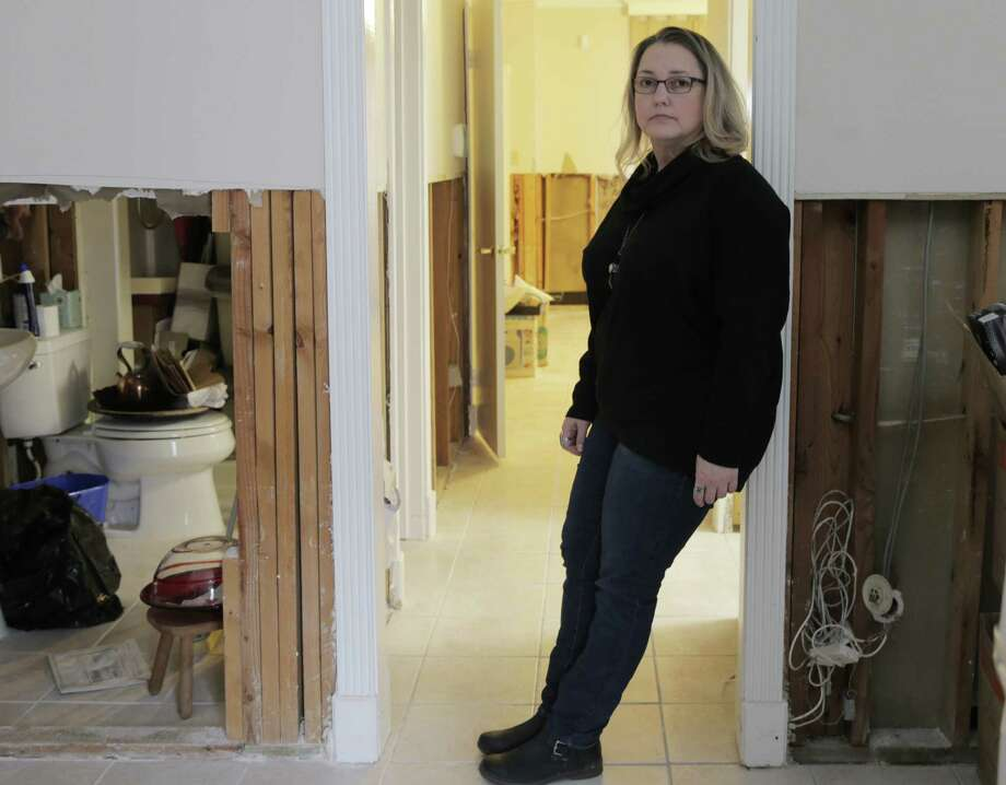 Months after Hurricane Harvey hit, Sharon Bippus is still dealing with the damage at her townhome. Photo: Elizabeth Conley, Chronicle / © 2018 Houston Chronicle