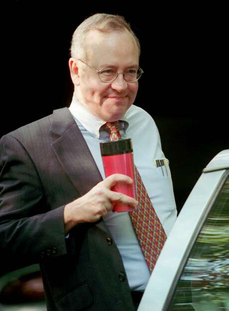 Folks who are decrying partisan attacks on Special Counsel Robert Mueller would do well to remember all that was said of Special prosecutor Ken Starr, shown here in 1998, as he was investigating President Bill Clinton. Photo: KHUE BUI /AP / STR