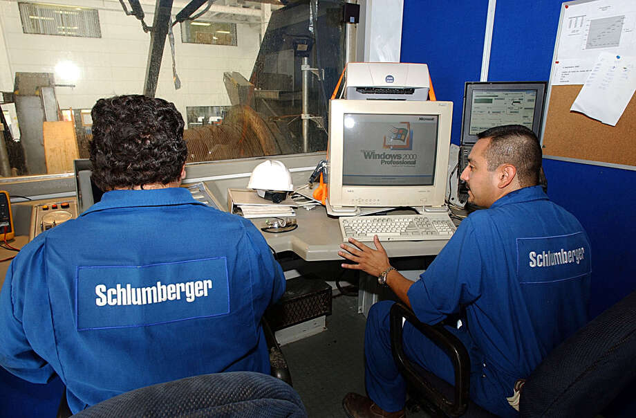 Employees Ivan Herbert and Efrain Montelongo with Schlumberger Drilling company.  Photo: DELCIA LOPEZ, STAFF / SAN ANTONIO EXPRESS-NEWS