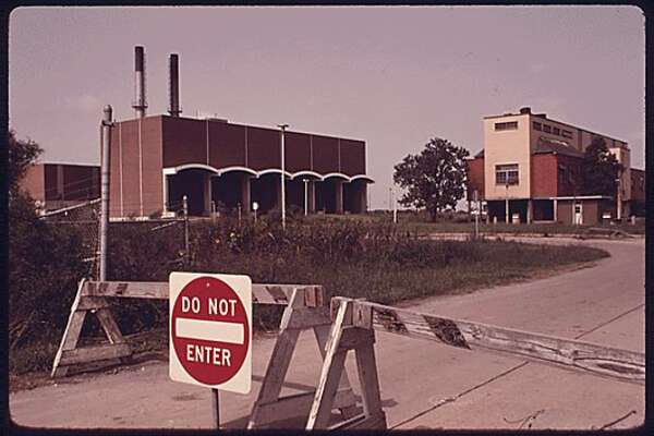 From 1972 to 1977, the United States Environmental Protection Agency managed to capture the operation and the subsequent closure of the Holmes Road incinerator. For almost ten years, the site polluted Sunnyside. Local leaders and residents stood up to the city and demanded that they close the site, which polluted the community each day with toxins.