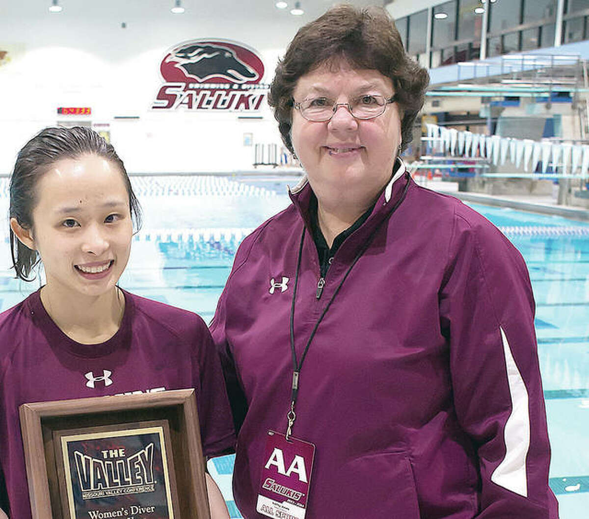 Kathy Jones (right) presents the SIU Diver of Year award to Sherry Zhang in 2014.