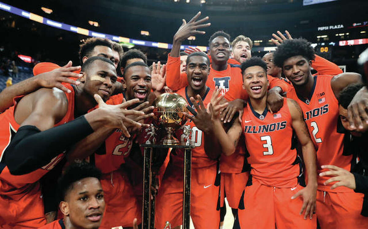 Fighting Illini players signal a fifth straight victory in the Braggin' Rights rivalry after defeating Missouri on Saturday night in St. Louis. Illinois won 70-64.
