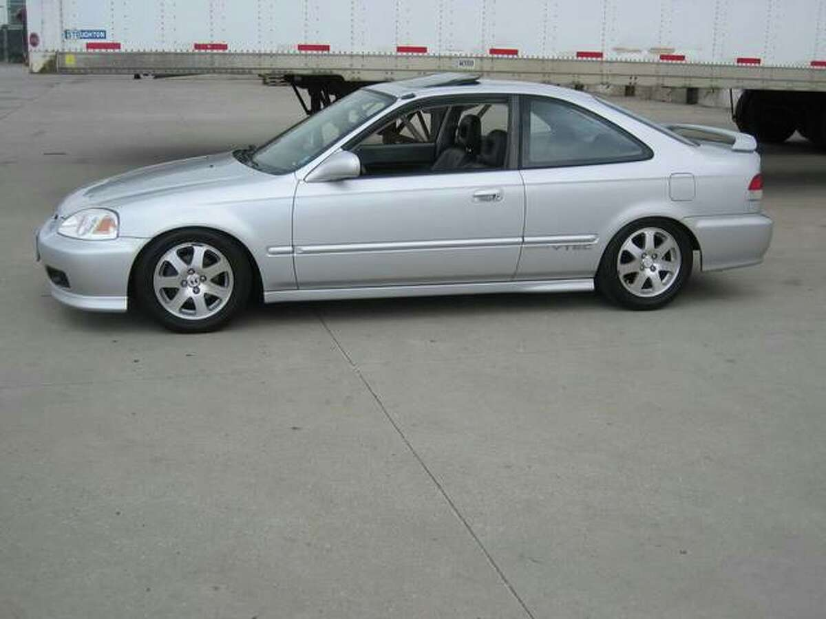 A photo of a vehicle similar in make, model and color to the suspect vehicle.