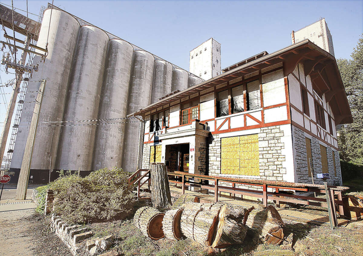 Ardent Mills withdrew a demolition request for the historic building at 210 William Street at a meeting Tuesday night.