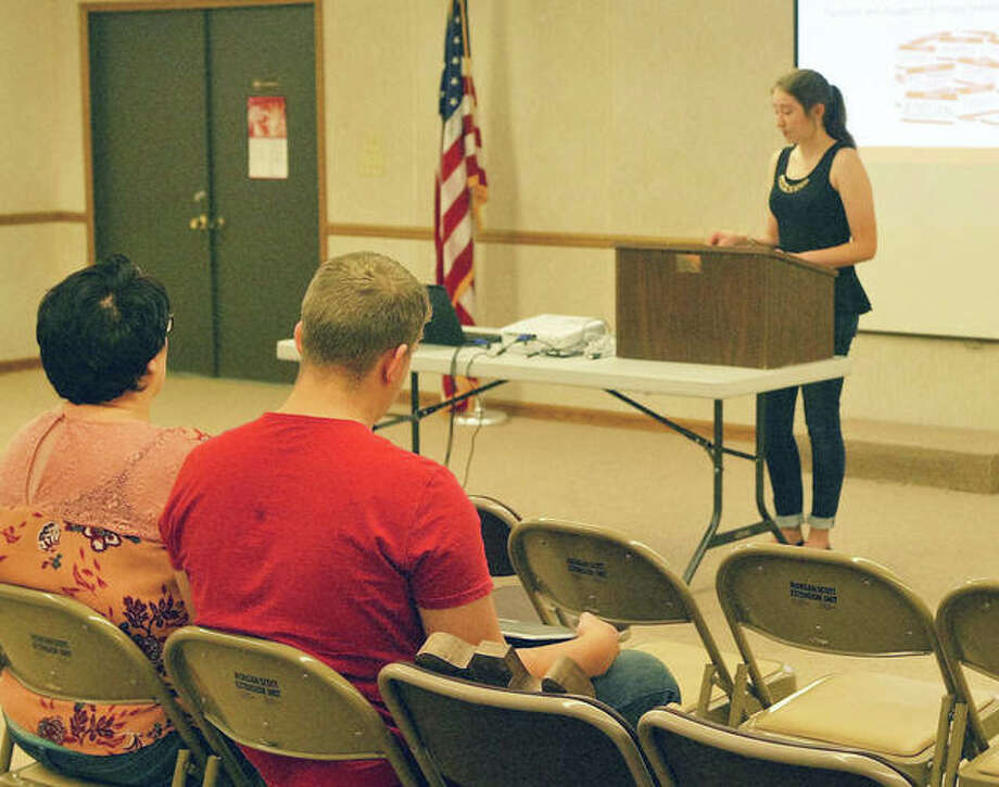 Beth Warden, 17, of rural Beardstown talks about mental health awareness in high schools Tuesday at the annual 4-H public presentation event. Photo: Greg Olson | Journal-Courier