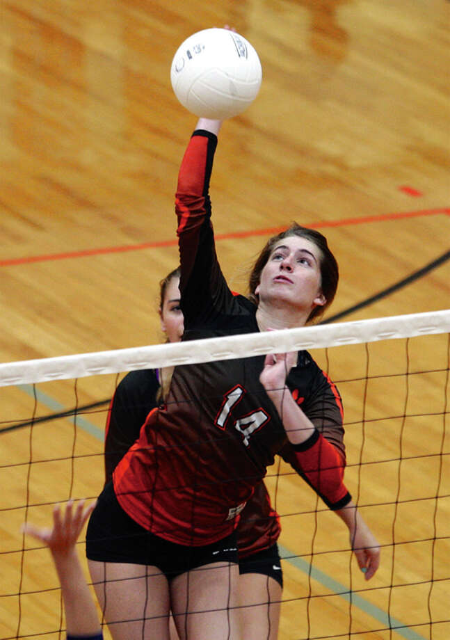 Edwardsville's Kate Martin and her teammates beat rival O'Fallon 23-25, 27-25, 27-25 in a sectional semifinal Tuesday night. Photo: Telegraph File Photo
