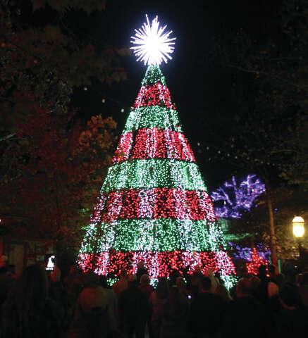 Silver Dollar City Christmas.Christmas Comes Early To Branson Silver Dollar City Alton