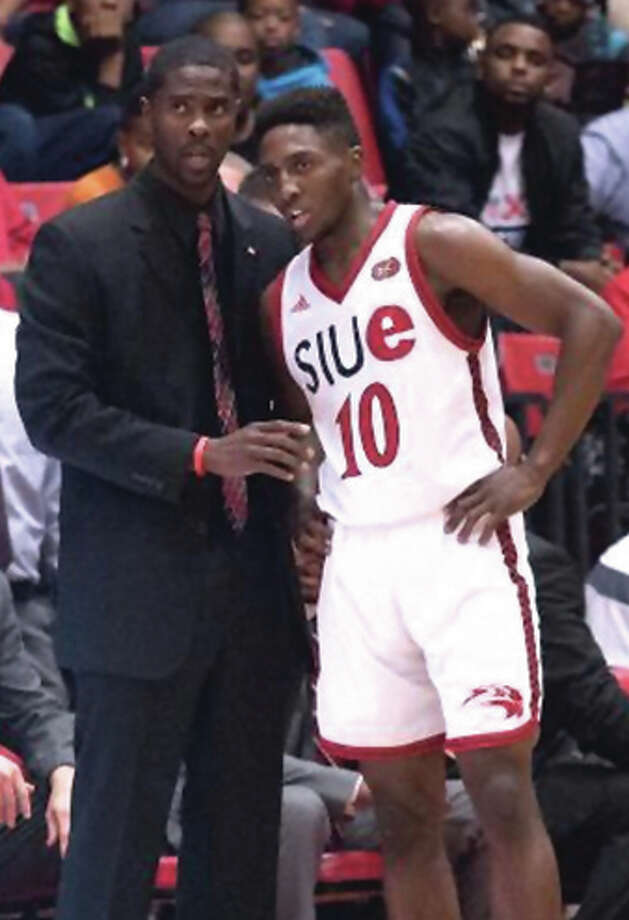 SIUE coach Jon Harris (left), an Edwardsville High graduate, talks with Cougars sophomore Carlos Anderson, an Alton grad, during break in play at Vadalabene Center. Photo: SIUE Athletics