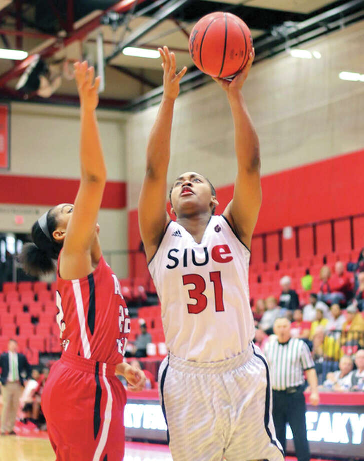 SIUE's Donshel Beck went 4 of 5 in the fourth quarter and finished with a team-high 18 points in SIUE's 60-59 upset of SIU Carbondale Wednesday night at the Vadalabene Center. Photo: SUE Athjetics
