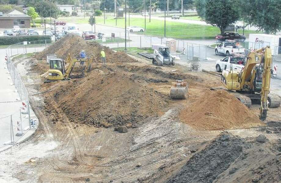 Crews work on the grounds at Passavant Area Hospital. Photo: Beverly Watkins | Journal-Courier