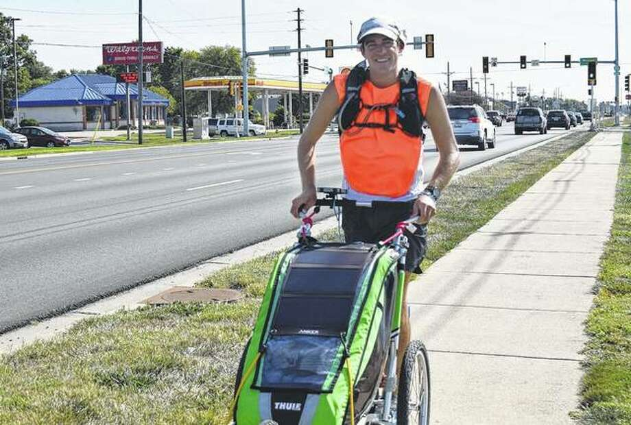 Chris Miller, 30, of Fort Wayne, Indiana, runs through Jacksonville on Thursday to raise awareness about drug and alcohol addiction. Photo: Samantha McDaniel-Ogletree | Journal-Courier