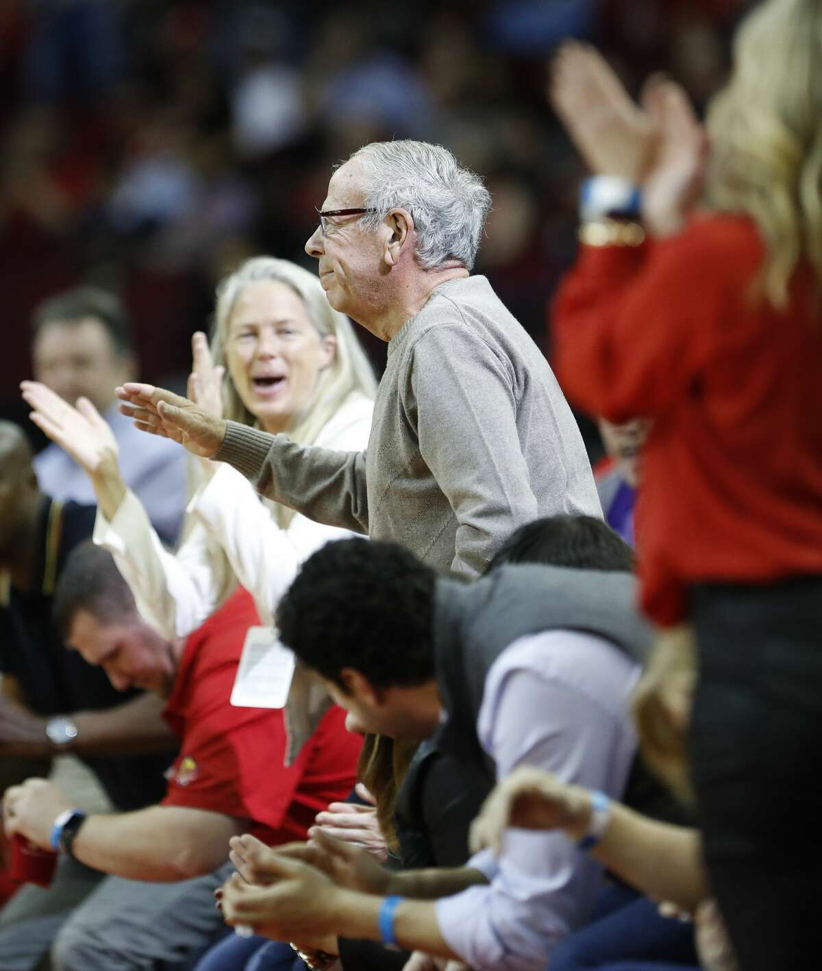 Former Houston Rockets owner Les Alexander waves to the fans during the first half of an NBA bassketball game at Toyota Center, Friday, Feb. 9, 2018, in Houston. ( Karen Warren / Houston Chronicle )