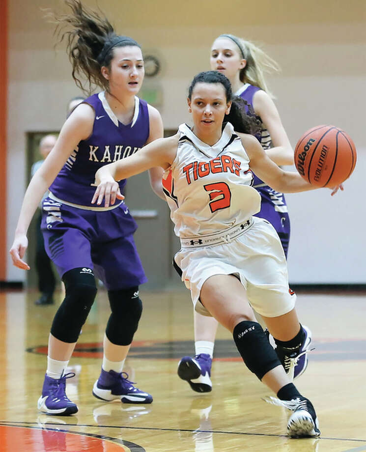 Edwardsville's Jasmine Bishop (3) past Collinsville's Kaitlyn Fischer (left) during a Tigers' SWC victory Dec. 1 in Edwardsville. The Tigers take a 9-0 record to the Oswego East Tournament. Photo: Scott Kane / For The Telegraph