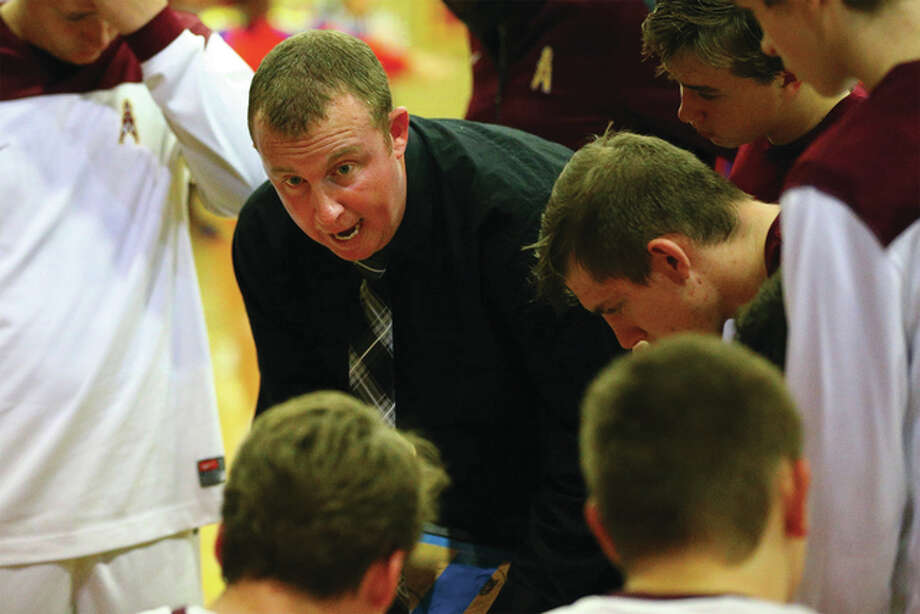 East Alton-Wood River coach Kyle Duncan talks to his players during a game last season at Memorial Coliseum in Wood River. The Oilers will spend some of their holiday week at Carlinville, where the Cavaliers' annual boys and girls basketball tournaments tip off Monday. Other boys tourneys involving area teams start Monday at Freeburg and Waverly, Tuesday at Pinckneyville, Bloomington and Breese, and Wednesday at Collinsville and Centralia. Photo: Billy Hurst / For The Telegraph