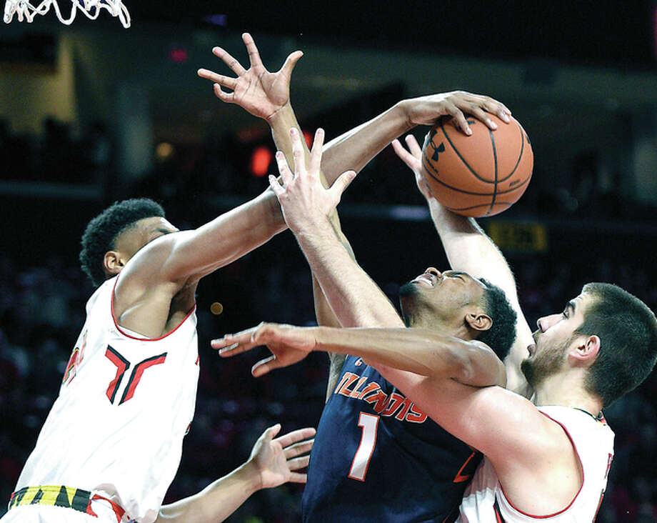 Illinois guard Jaylon Tate (1) is stopped by Maryland forward Ivan Bender, right, and Justin Jackson, left, in Tuesday's game in College Park, Md. Photo: AP