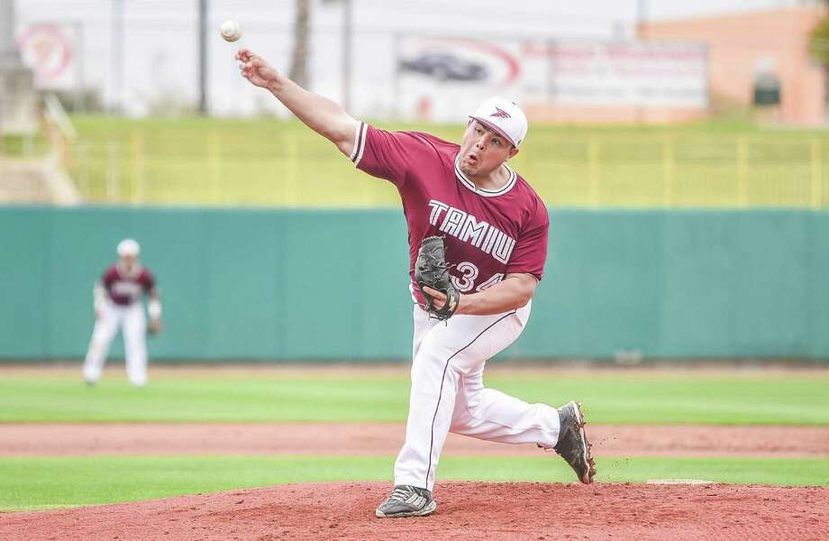 TAMIU pitcher Eleazar Rojas helped pick up the school's first shutout of 2018 in a 3-0 victory over Rogers State. The Dustdevils dropped the second game of the day 10-4. Photo: Danny Zaragoza /Laredo Morning Times File