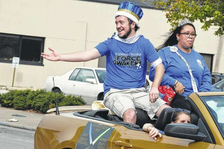 Illinois College homecoming king Brett Palmer and queen Susy Buzo ride in the 2017 Illinois College homecoming parade Saturday. Photo: Samantha McDaniel-Ogletree | Journal-Courier