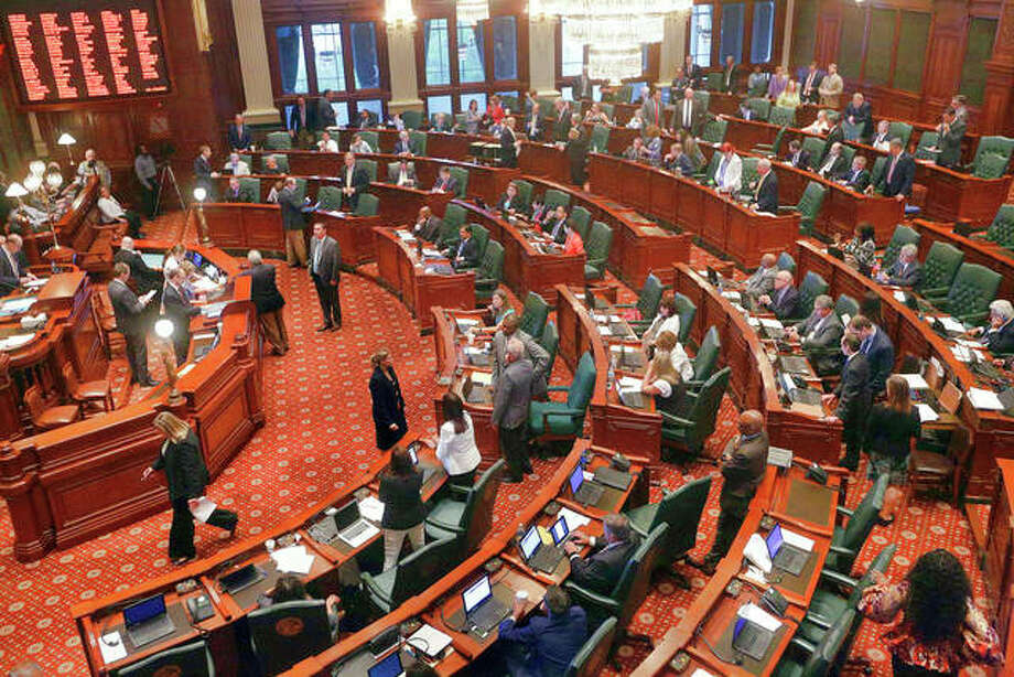 An open letter alleging widespread sexual harassment in Illinois politics and urging women and their allies to come forward has been circulating around the Capitol, a move that follows similar action in other states. More than 130 people signed the letter as of Tuesday, including legislators, lobbyists, attorneys and directors of non-profit groups.