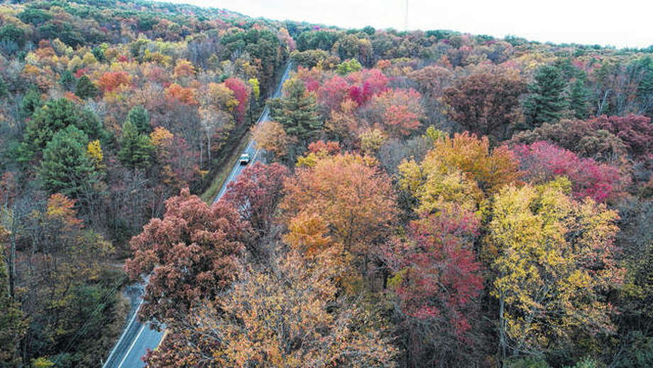 Fall colors begin to show Oct. 23 along Route 209 in Reilly Township, Schuylkill County, Pennsylvania. Across the United States, 2017's first freeze has been arriving later and later into the calendar, according to more than a century of measurements from weather stations nationwide. Photo: David McKeown | Republican-Herald | AP