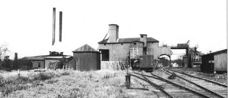 The Madison Mine 3, located west of Troy Road near the northern end of the Leclaire neighborhood, was Edwardsville's largest coal mine. It opened in about 1891 and was abandoned in 1929.