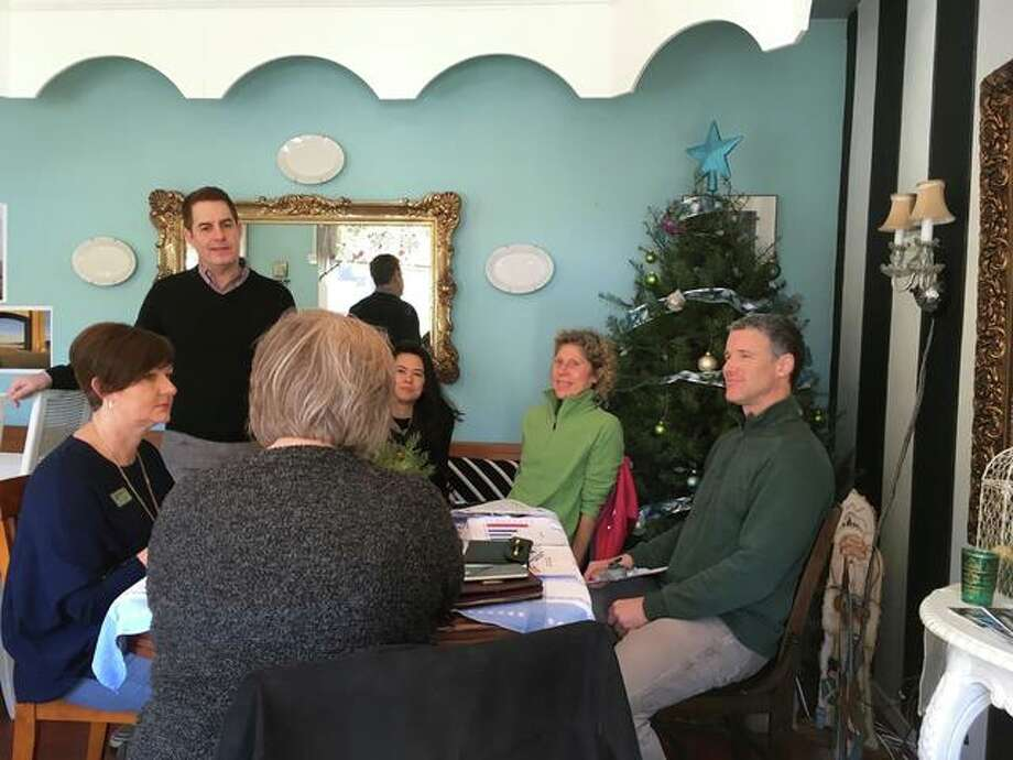 Alton mayoral candidate Scott Dixon at a recent coffee hour.