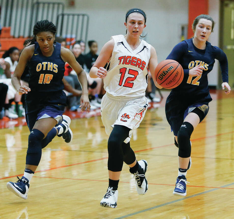 Edwardsville's Makenzie Silvey beats O'Fallon's Marta Durk (right) and Jayla Stubblefield (left) on the break during a SWC girls basketball game Jan. 4 in Edwardsville. Silvey and the unbeaten Tigers open postseason play Tuesday at the Collinsville Class 4A Regional. Photo: Scott Kane / For The Telegraph