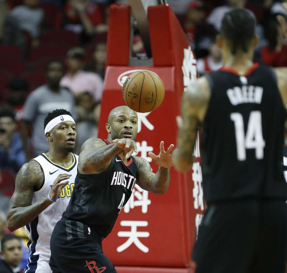Houston Rockets forward PJ Tucker (4) passes the ball to guard Gerald Green (14) during the second half of an NBA bassketball game at Toyota Center, Friday, Feb. 9, 2018, in Houston. Rockets won 130-104.  ( Karen Warren / Houston Chronicle ) Photo: Karen Warren/Houston Chronicle