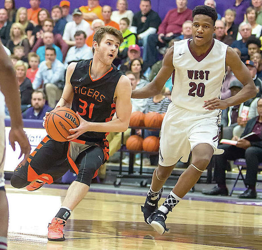 Edwardsville's Oliver Stephen (31) drives against Belleville West's Dalton Fox Tuesday in Class 4A sectional action in Collinsville. Photo: Scott Kane | For The Telegraph