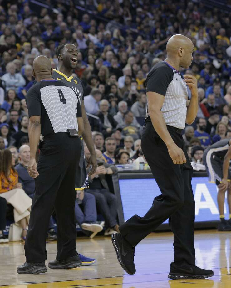 Draymond Green has some words for officials after being called for a technical foul in the first half of Thursday's win over Dallas. Two more techs will get the All-Star suspended one game. Photo: Lea Suzuki / Lea Suzuki / The Chronicle / ONLINE_YES