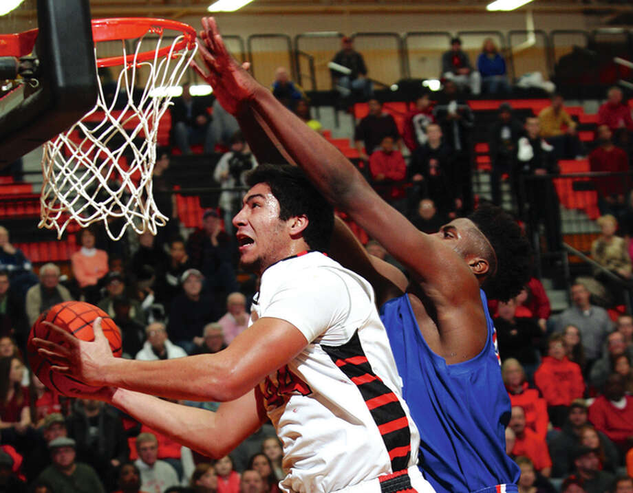 East St. Louis 6-11 sophomore Jeremiah Tilmon, right, guards Edwardsville's AJ Epenesa during a 2015 game. Photo: Telegraph File Photo