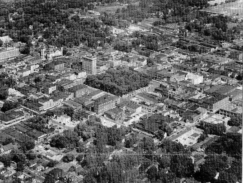 An aerial view of downtown Jacksonville from the early 1950s shows a tree-filled Central Park.