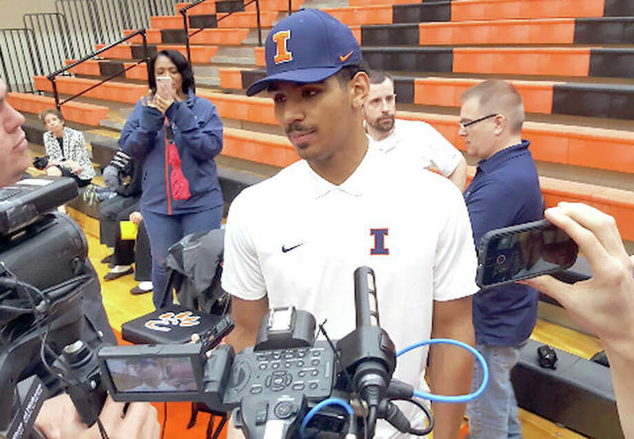 Edwardsville senior and new Illinois basketball recruit Mark Smith speaks with reporters Wednesday after announcing he will play for the Illini. Photo: Submitted Twitter Photo