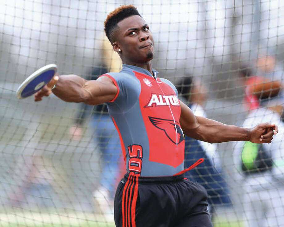 Alton's Kalen Samelton competes in the discus during the Southwestern Illinois Relays at Edwardsville on March 24. Samelton and the Redbirds were back at the Winston Brown Track and Field Complex and Tuesday for the Southwestern Conference meet and Samelton turned in third-place performances in both the discus and shot put. Photo: Billy Hurst / For The Telegraph