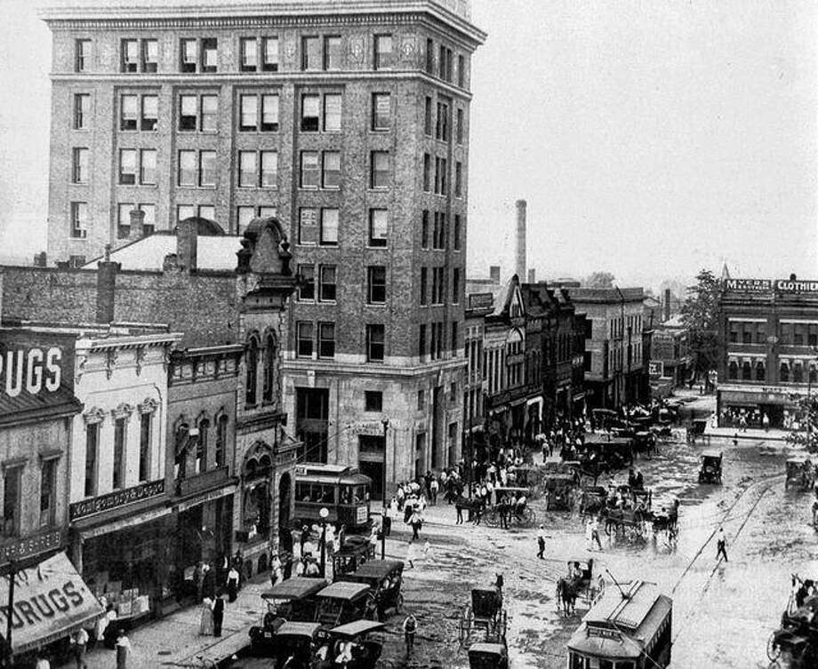 The Ayers National Bank building [now The Farmers State Bank & Trust Co. building] towers over the west side of the Jacksonville square in this photo from around 1913.
