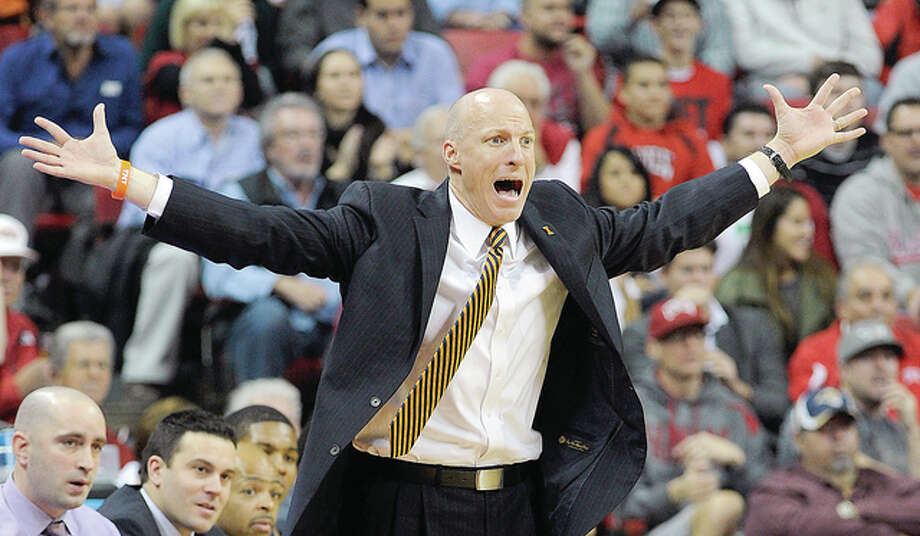 Illinois coach John Groce, whose own players have been destructive to him, has lost a high percentage of his staunchest Illini followers. Photo: Telegraph File Photo